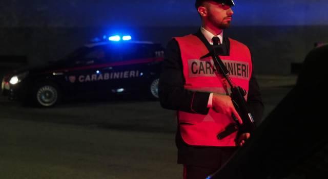 Aggredisce a pugni carabinieri e guardia giurata all'ingresso del supermercato