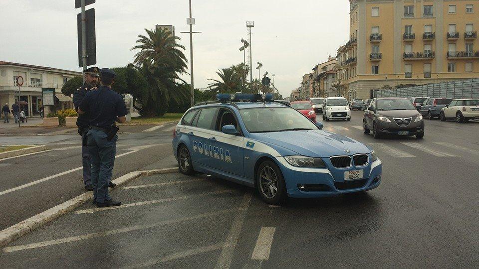 Lasciano l'albergo senza pagare il conto, 5 fiorentini rintracciati dalla Polizia: per 3 anni non potranno tornare a Viareggio
