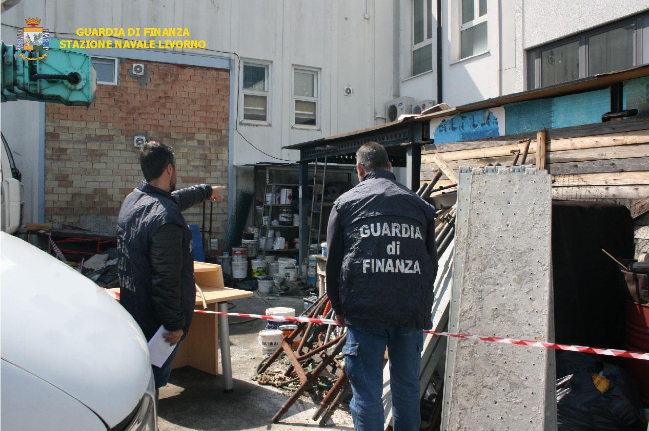 Discarica abusiva sotto sequestro, trovate 5 tonnellate di rifiuti speciali