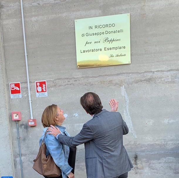 Una targa in ricordo di Giuseppe Donatelli, ex dipendente di Sea
