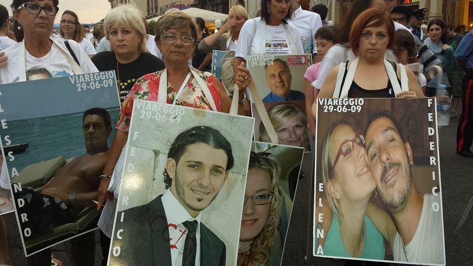 Viareggio ricorda i suoi morti: 10 anni fa la strage, la città non dimentica