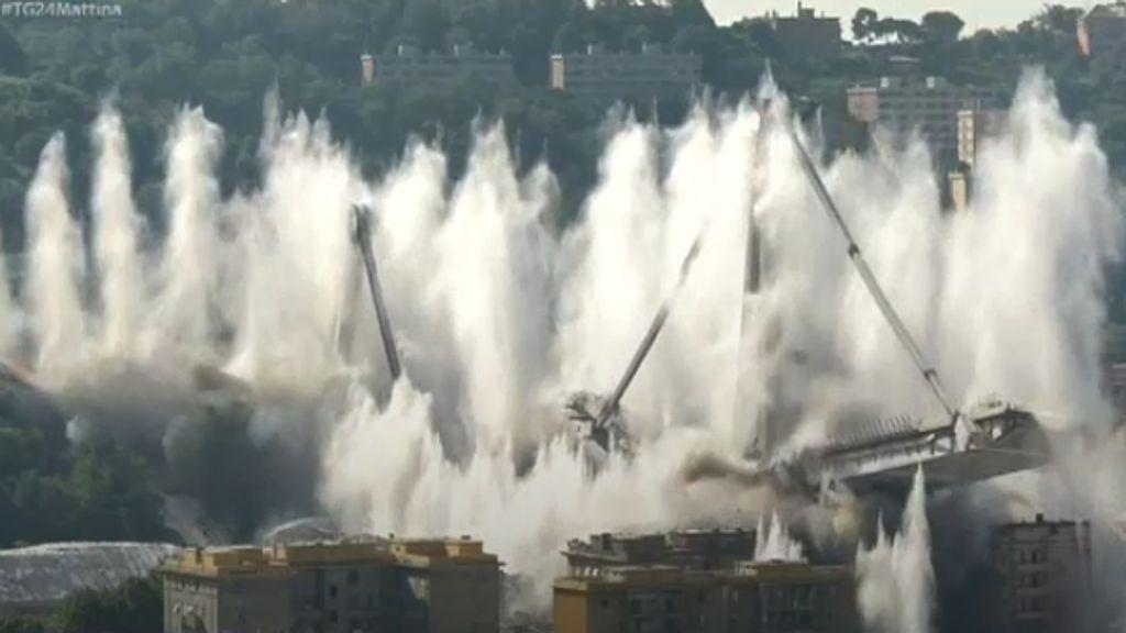 Il ponte Morandi non esiste più, stamattina l'esplosione (VIDEO)