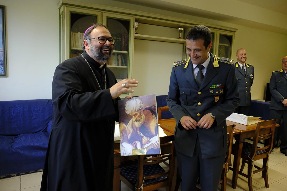 Il Vescovo Paolo in visita alle Fiamme Gialle di Lucca