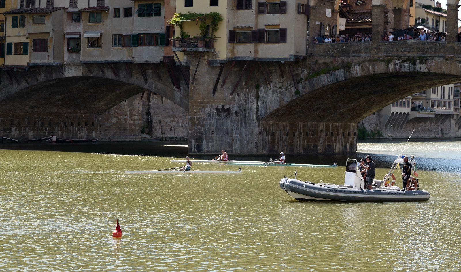 """""""250 mt Sprint in Arno #NOBULLISMO"""", anche la GdF alla gara di canottaggio"""