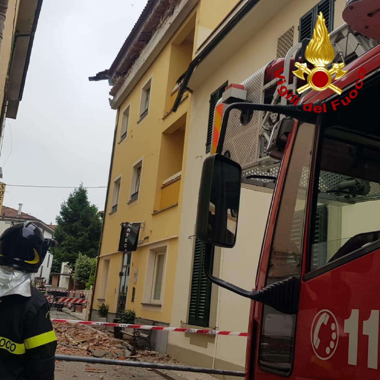 Si stacca la grondaia di un hotel, evacuati 20 clienti