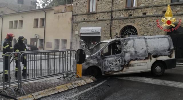 A fuoco un furgone che trasportava medicinali