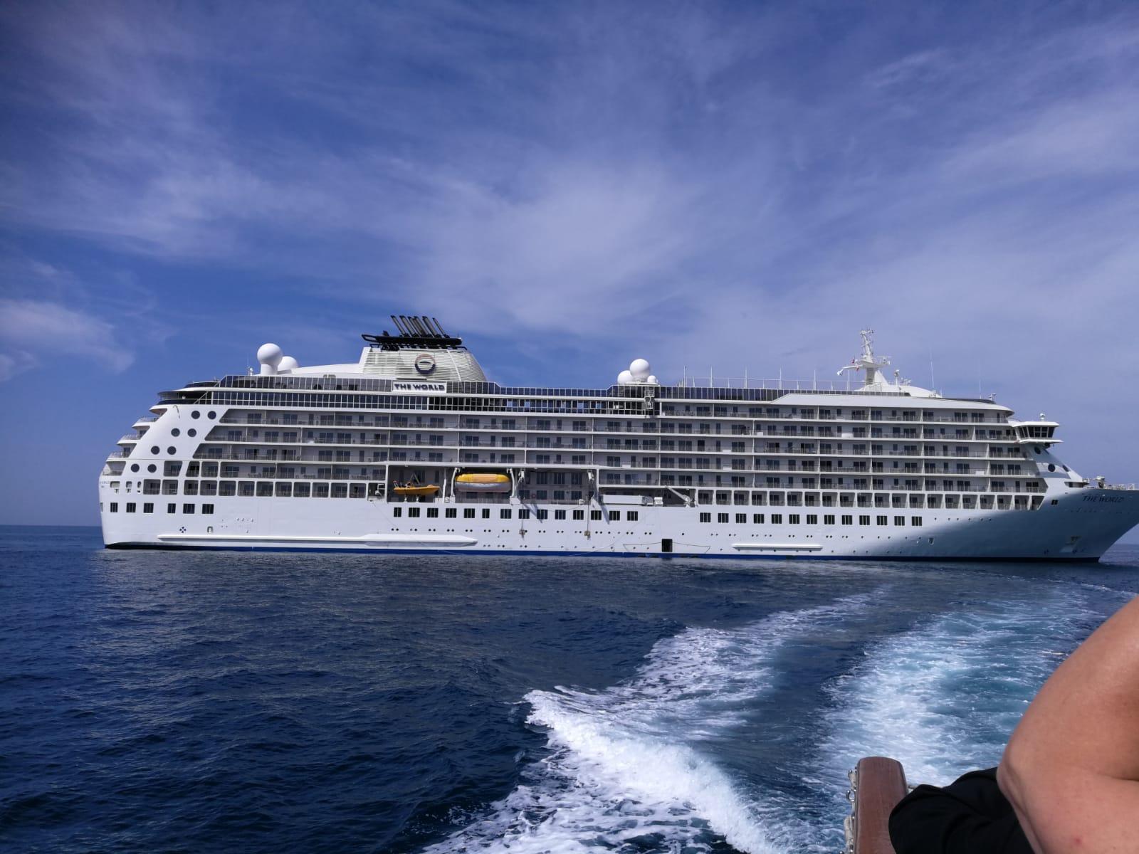 The World: la nave dei ricchi a Viareggio per due giorni