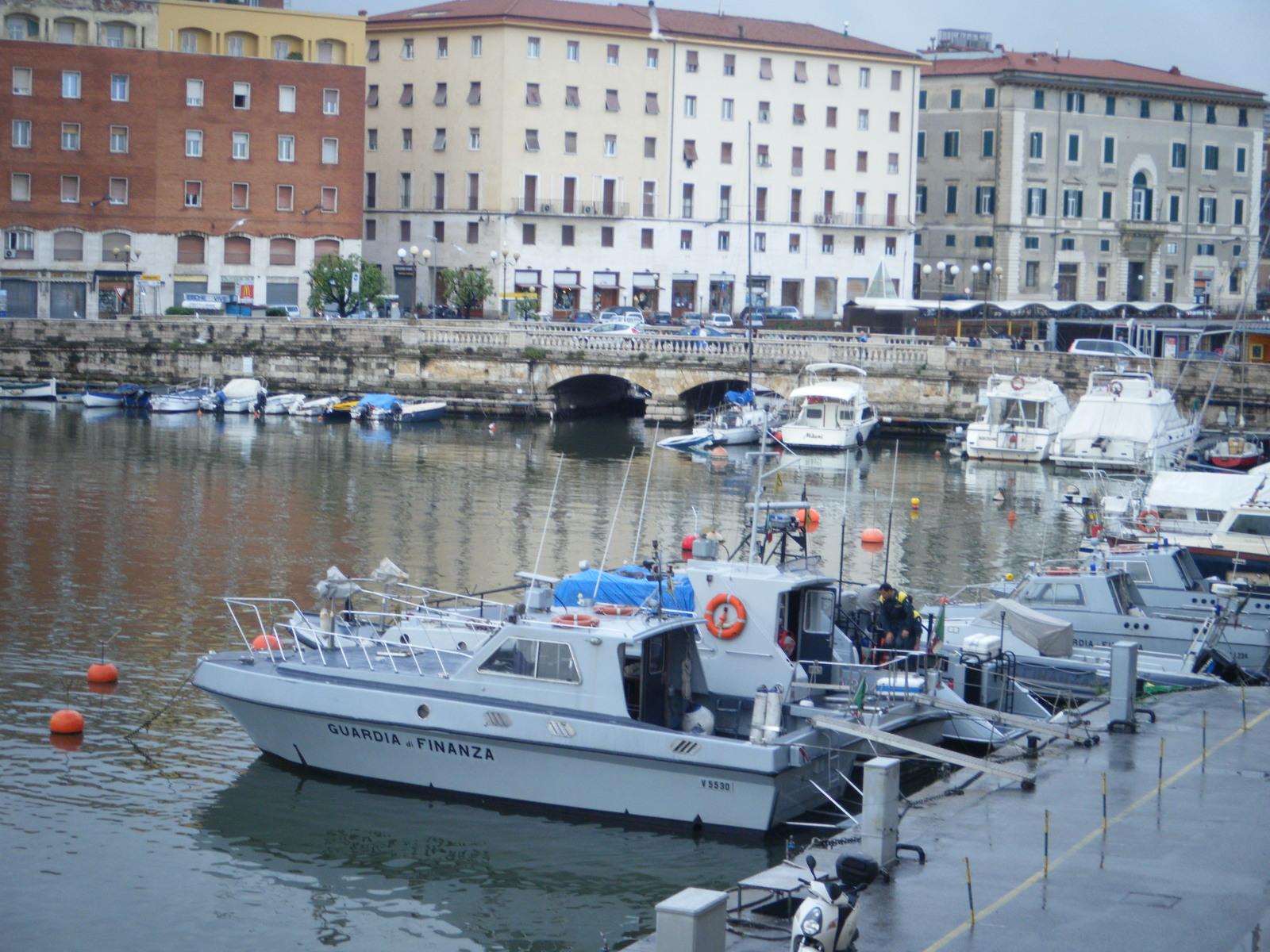 Sequestrati nel porto di Livorno oltre 4mila prodotti di falsa manifattura italiana
