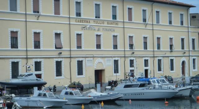 """Falso """"made in Italy"""": sequestrata nel porto di Livorno una partita di capi d'abbigliamento provenienti dalla Tunisia"""