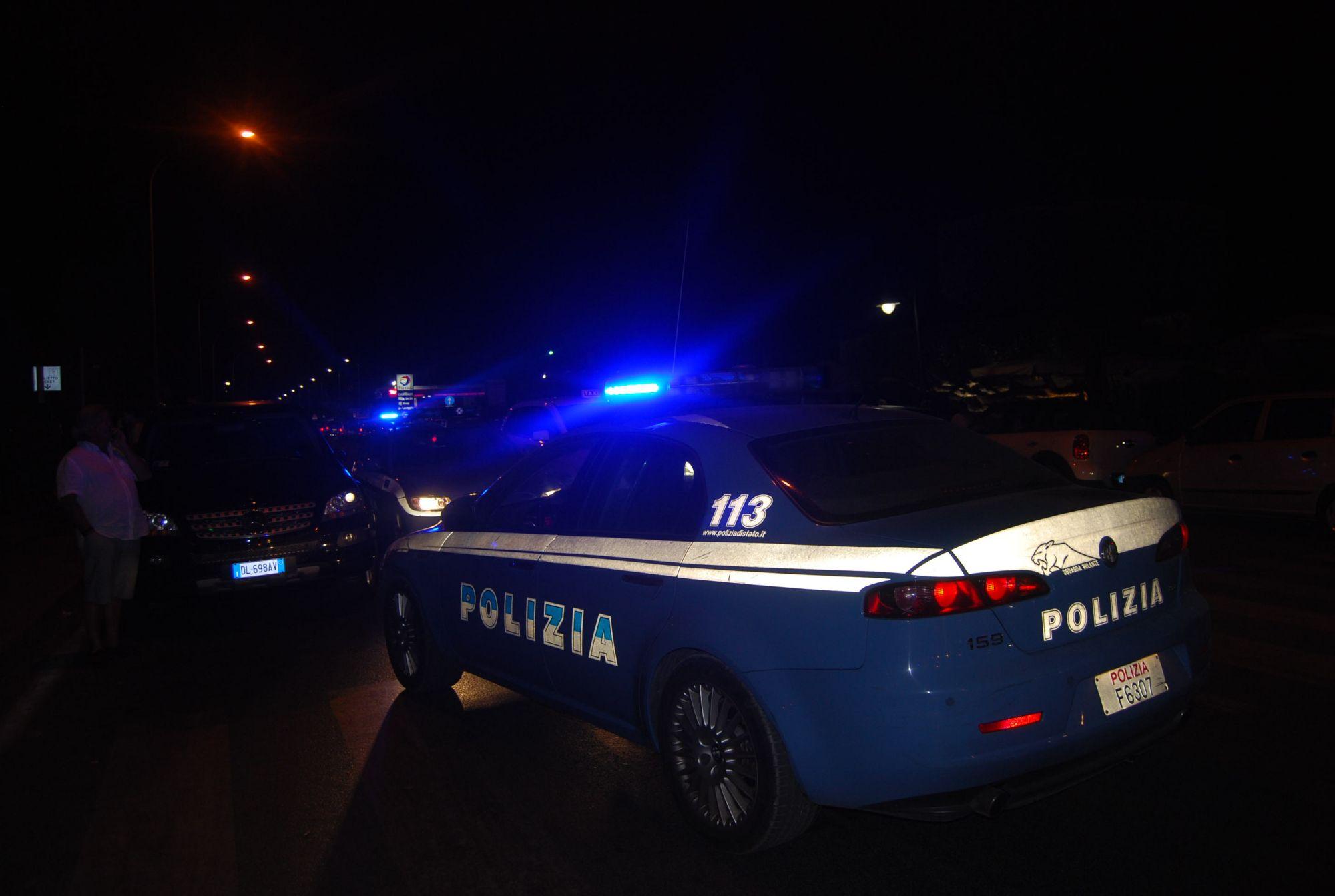 Collanine strappate in discoteca, arriva la Polizia e identifica due giovani: denunciati