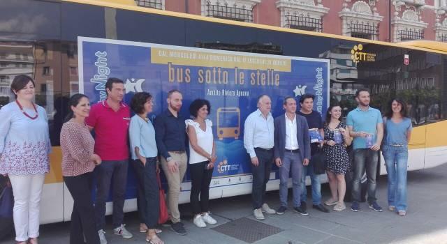 """Torna il """"Bus sotto le stelle"""" sulla costa apuana: da Marina di Carrara a Viareggio con un unico biglietto valido tutta la notte"""