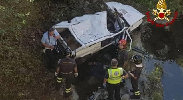 Auto nel torrente, due morti