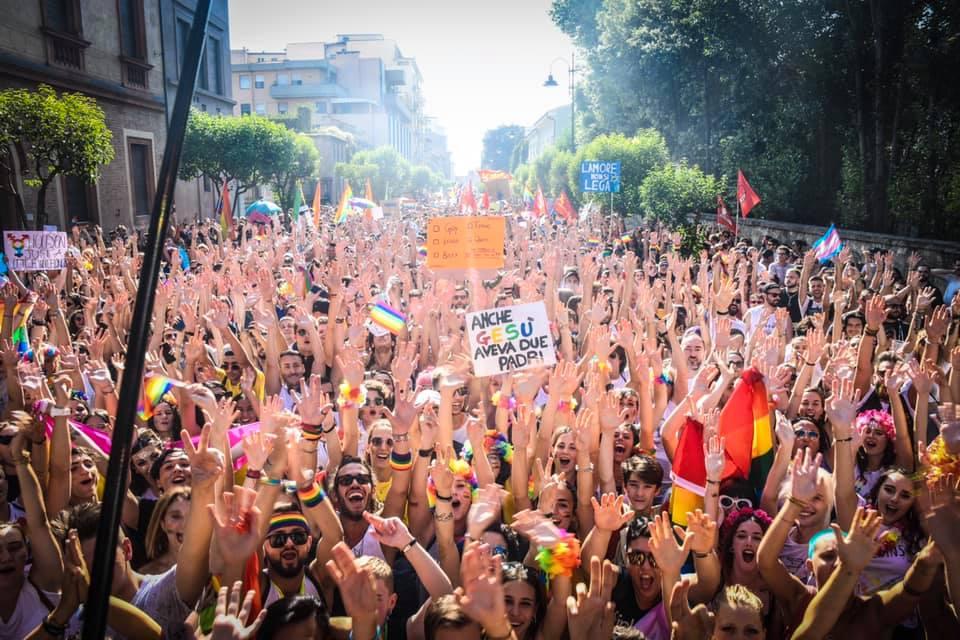 """""""Perchè il comune di Viareggio, a differenza di quello di Camaiore, non ha partecipato al Pride di Pisa?"""