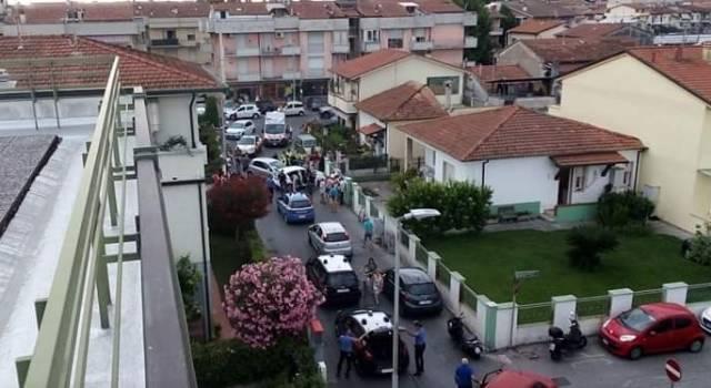 Ladri in contromano si schiantano su un'auto e contro un muro, presi dalla Polizia