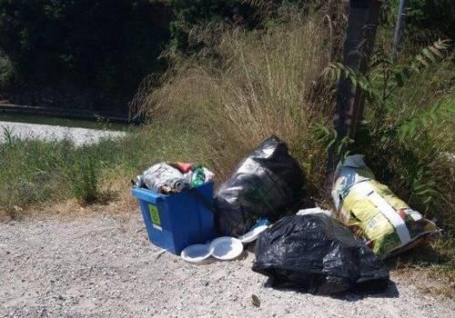Furbetto seriale scaricava nel letto del fiume Versilia i rifiuti, incastrato da segnalazione