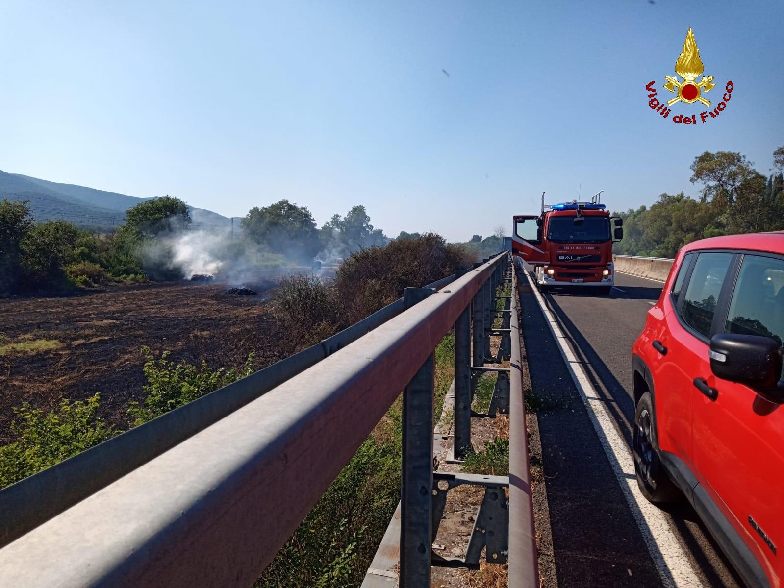 Rogo lungo la ferrovia e l'Aurelia, le fiamme estese per 15 km