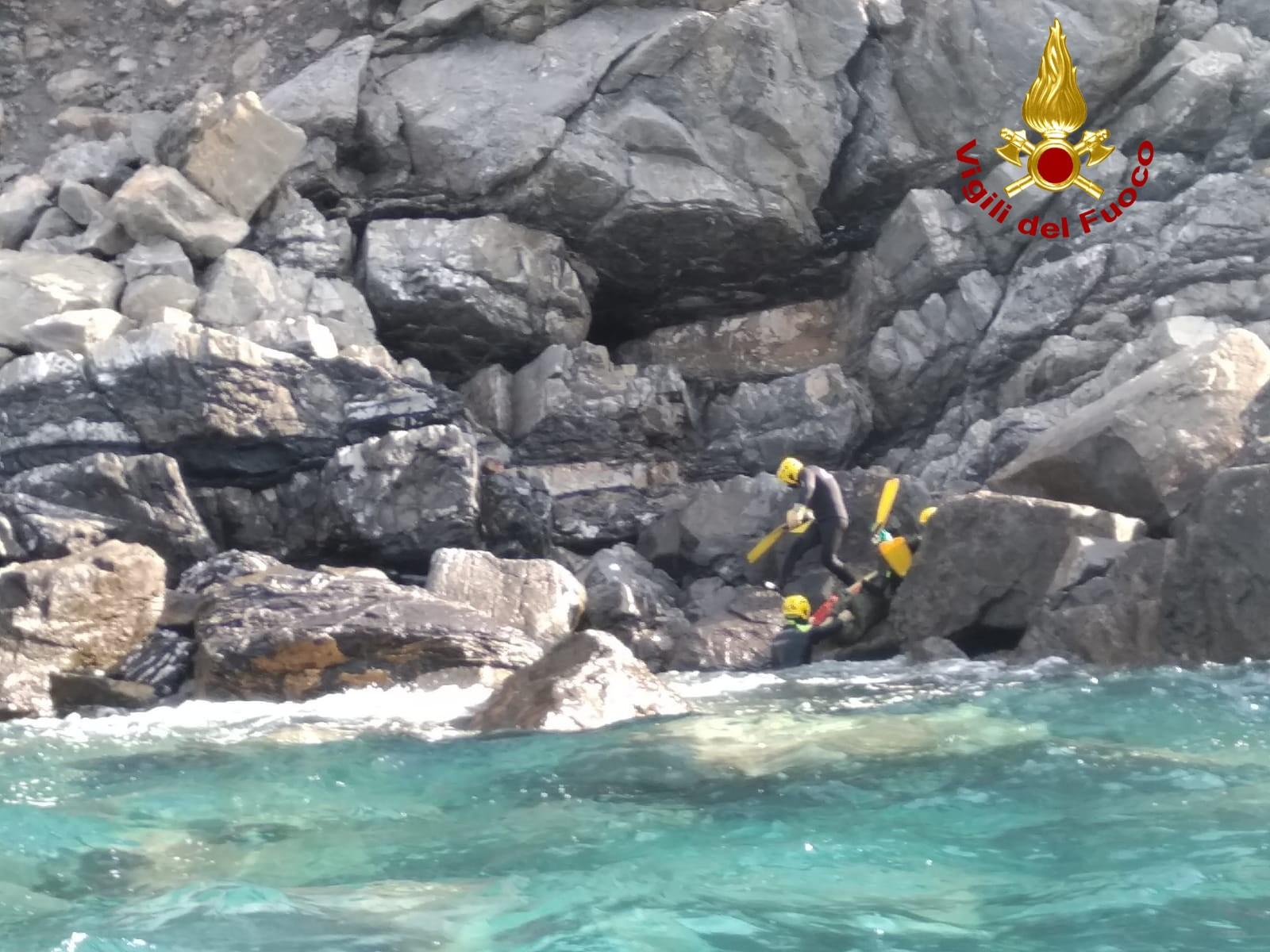 Noleggia un gommone e scompare, turista ritrovato morto stamattina