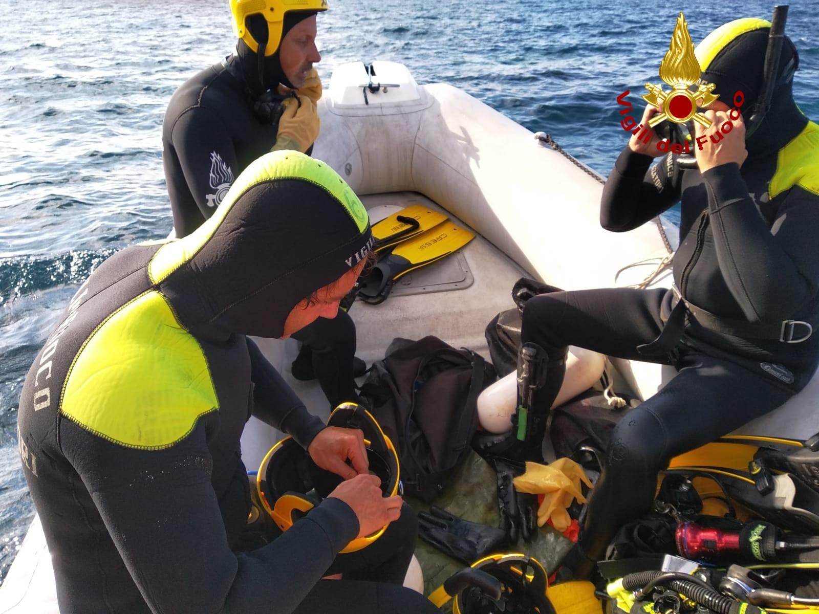 Ultraleggero cade in mare,  un morto e un disperso