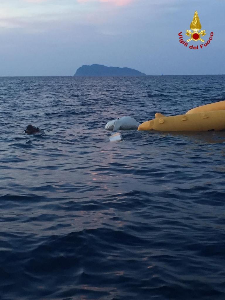 Elicottero in mare, proseguono le ricerche del disperso