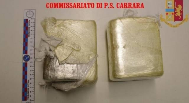 Fuga rocambolesca con oltre due chili di hashish in auto: arrestato
