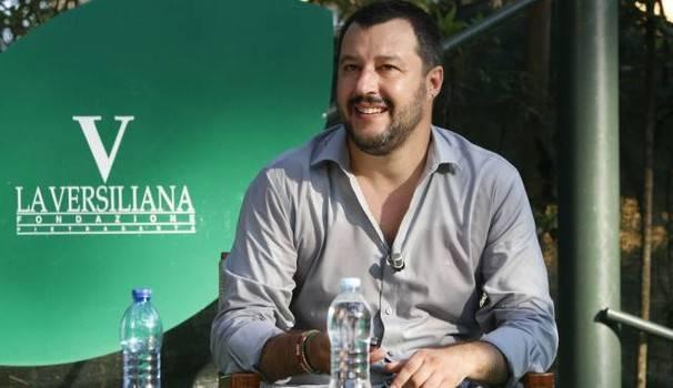 Salvini in Versiliana, presidio di protesta