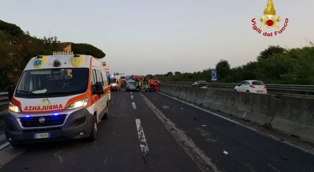 Carmabola sull'Aurelia tra Donoratico e Cecina: dieci feriti