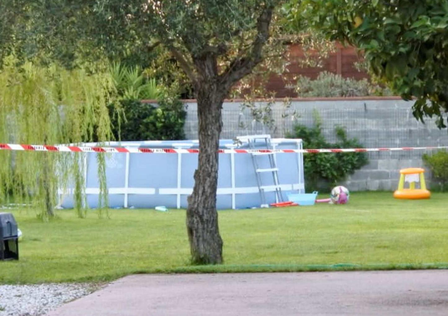 Tragedia in piscina a Torre del Lago, il bimbo non ce l'ha fatta