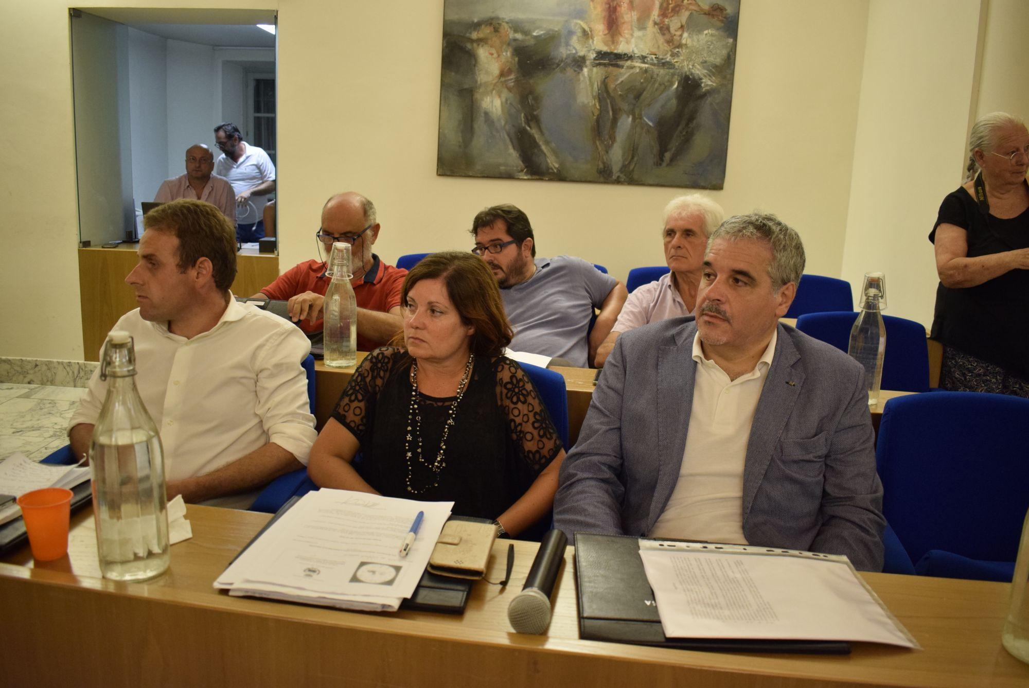 """Minoranza Massarosa: """"Coluccini ha distrutto le entrate, nuovi tagli in arrivo"""""""