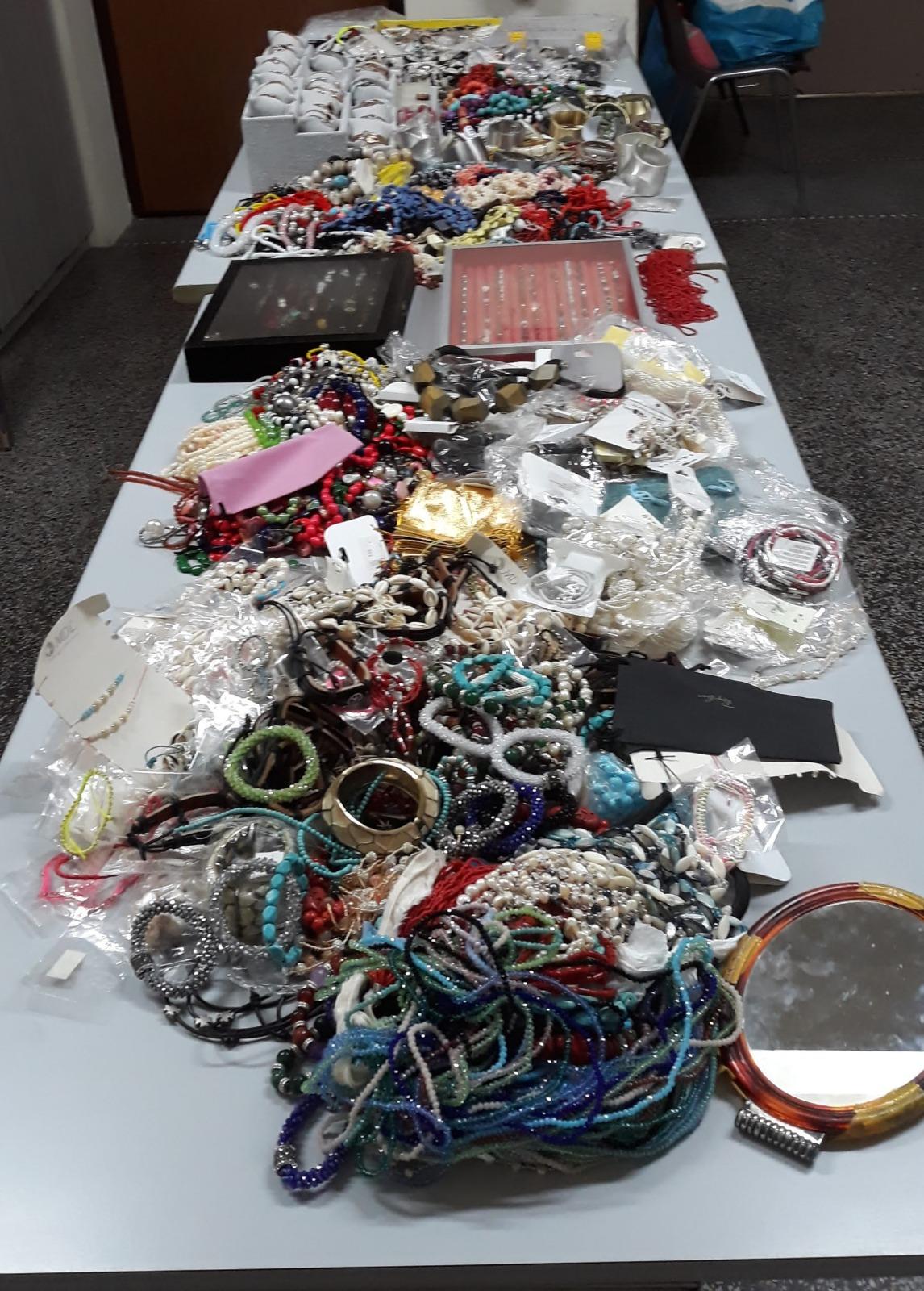 Abusivismo: lotta alla contraffazione, sequestrati 40.000 euro di bigiotteria