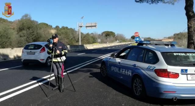 In vacanza beve troppo e va a 157 km/h: bloccato in Aurelia dalla Polstrada