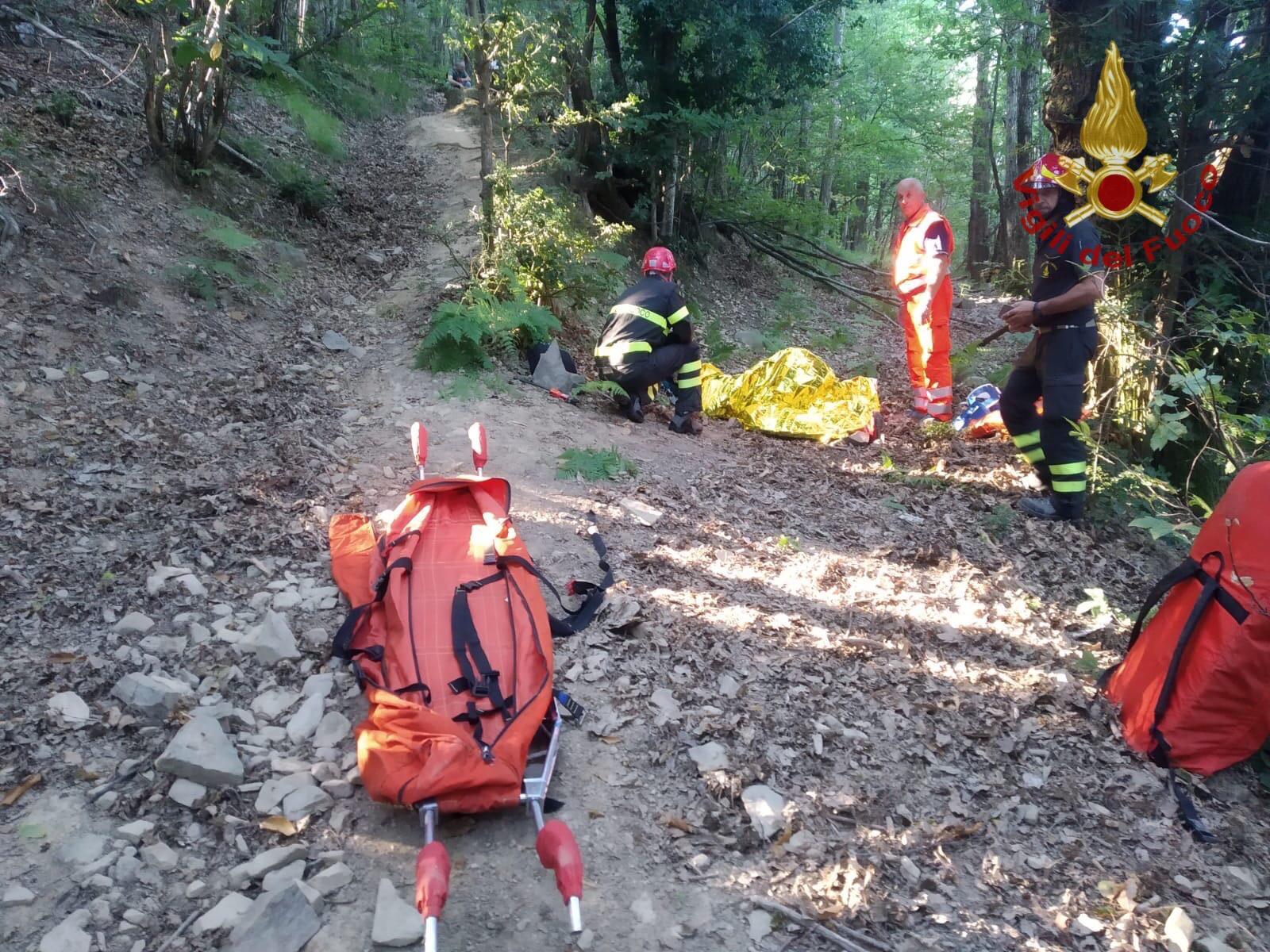 Ciclista cade su un sentiero, intervengono vigili del fuoco e soccorso alpino della GdF
