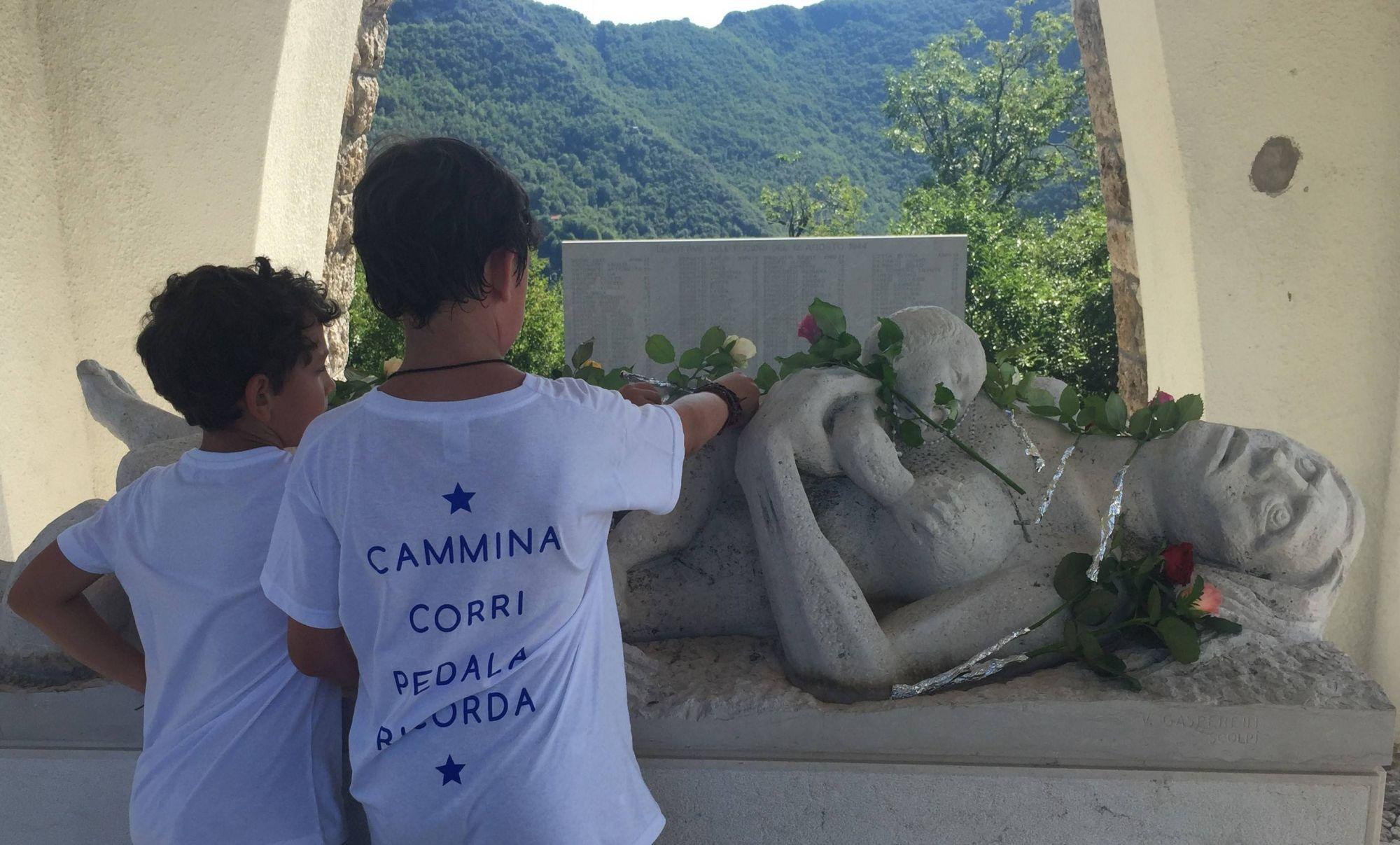 A piedi, in bici, in mountain bike: tutti a portare un fiore ai Martiri di Sant'Anna