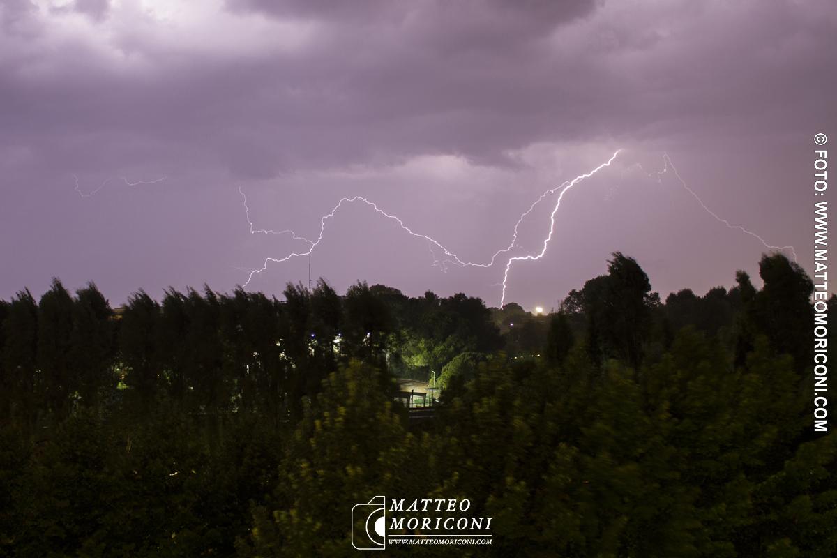 Fulmini in Versilia, le foto di Matteo Moriconi