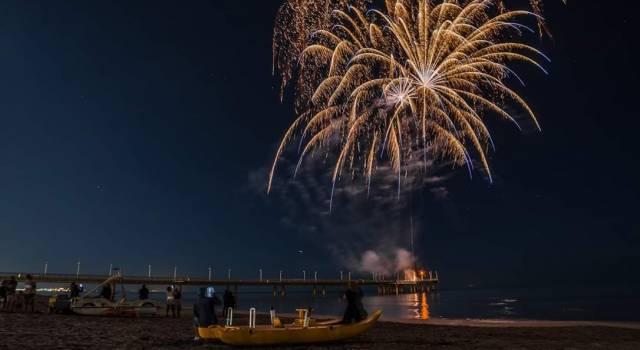 Fuochi d'artificio per la festa del pontile di Marina di Pietrasanta: le foto di Mirco Trivellato