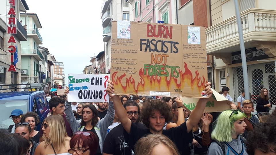 """2500 studenti per il clima: """"Riduttivo parlare di seguaci di Greta. Cambiare il sistema, non il pianeta"""""""
