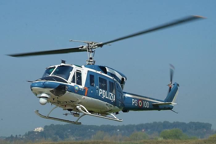 Anche l'elicottero della Polizia impegnato nei controlli al casello di Pisa Nord e sull'Aurelia