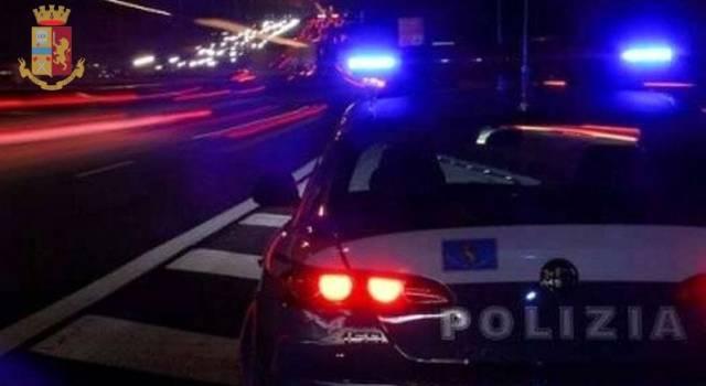 Contromano in autostrada, camionista fermato appena in tempo: sfiorato il dramma