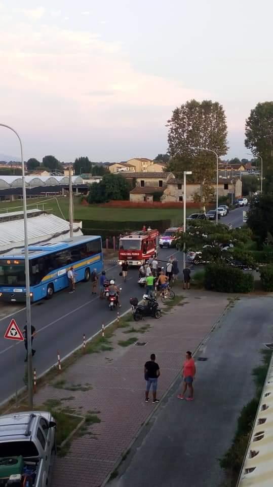 Scontro auto scooter, Aurelia bloccata a Torre del Lago