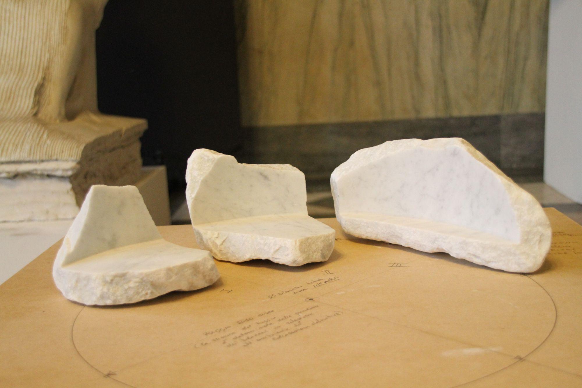 Le panchine in marmo di Simonetta Baldini vincono concorso Cav, prende forma la via Francigena dell'arte