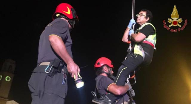 Cadono in Arno, due ragazze americane soccorse dai vigili del fuoco