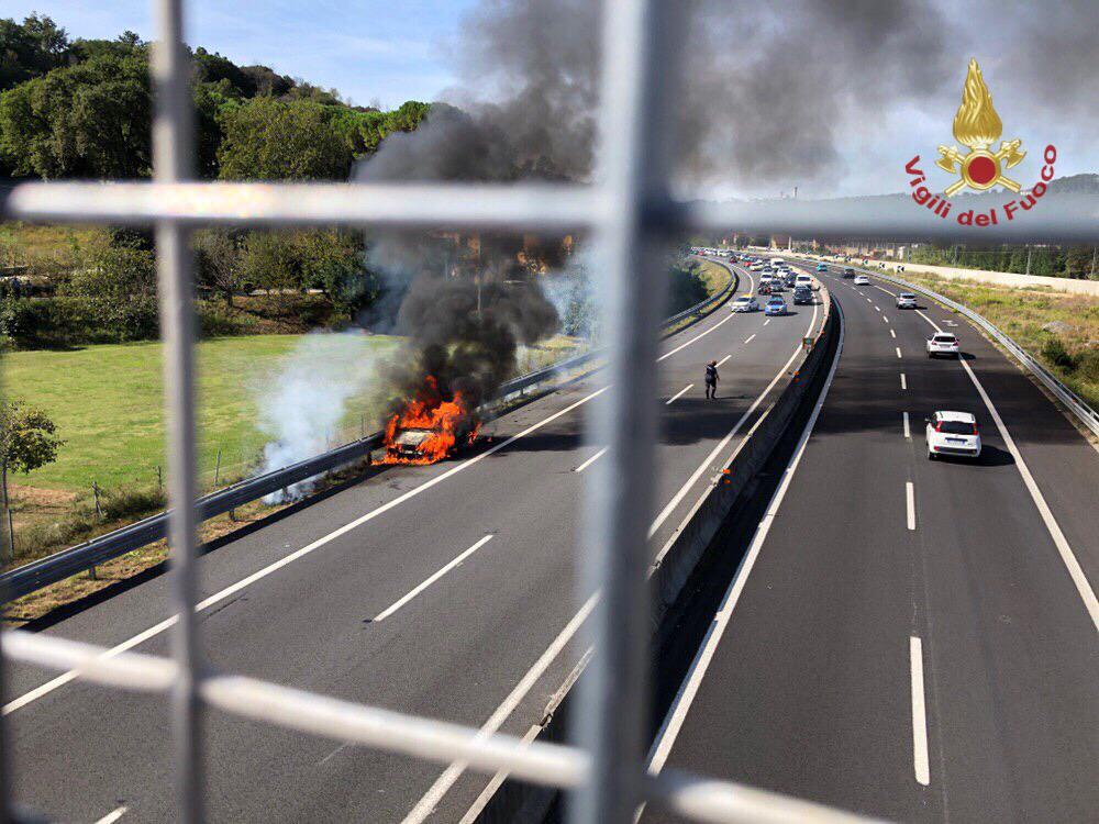 Due auto a fuoco sulla Firenze Mare