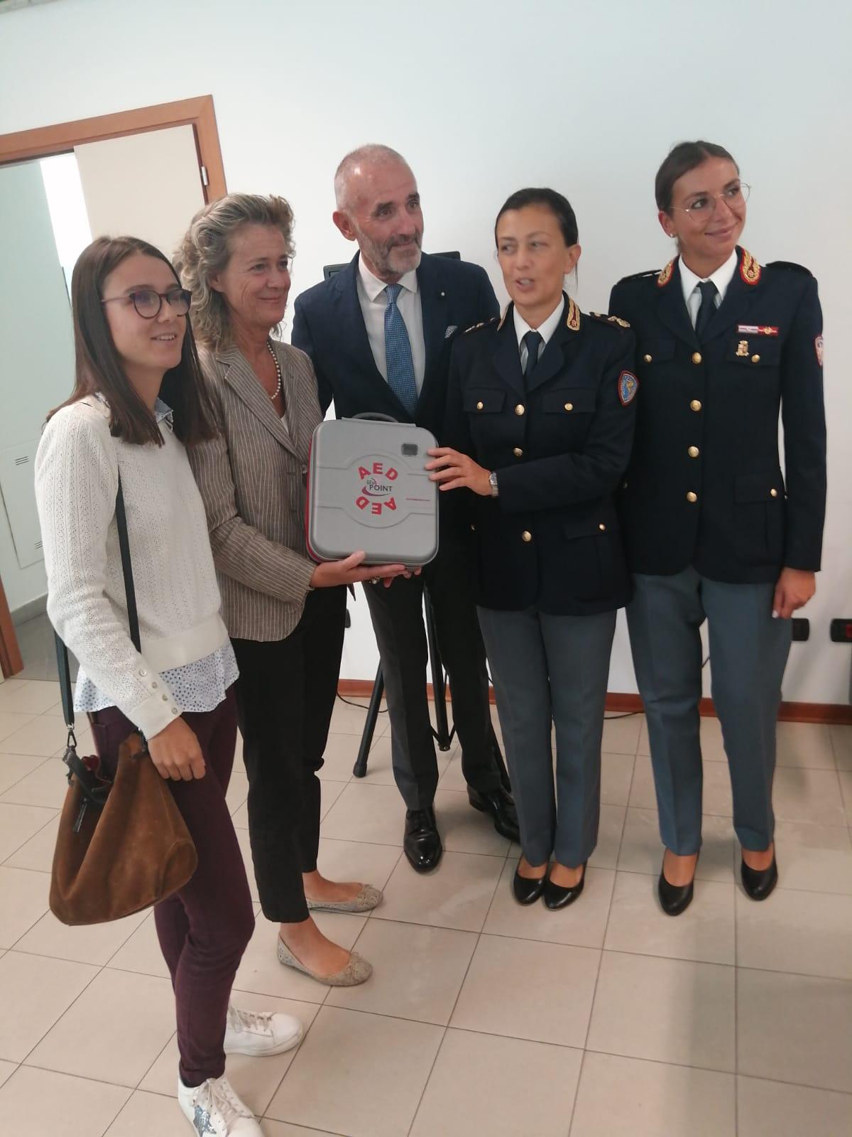 Gli amici di Giò donano un defibrillatore alla Polstrada di Lucca