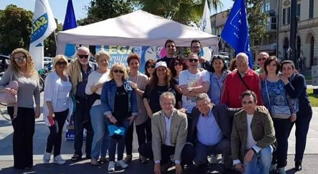 """Al gazebo della Lega a Viareggio 656 firme pro Salvini: """"Ottimo viatico per le elezioni comunali del 2020"""""""