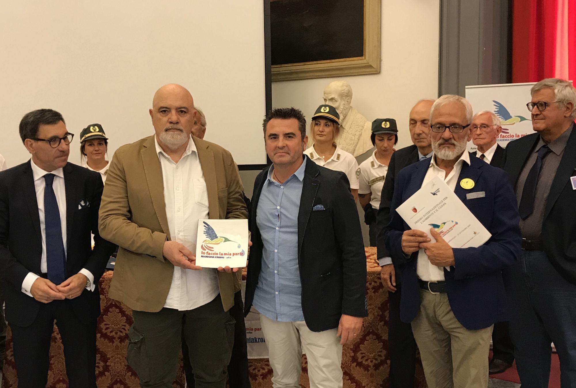 Premio Kronos, riconoscimento ad Allegrucci e Vannucci per i carri del carnevale dedicati all'ambiente