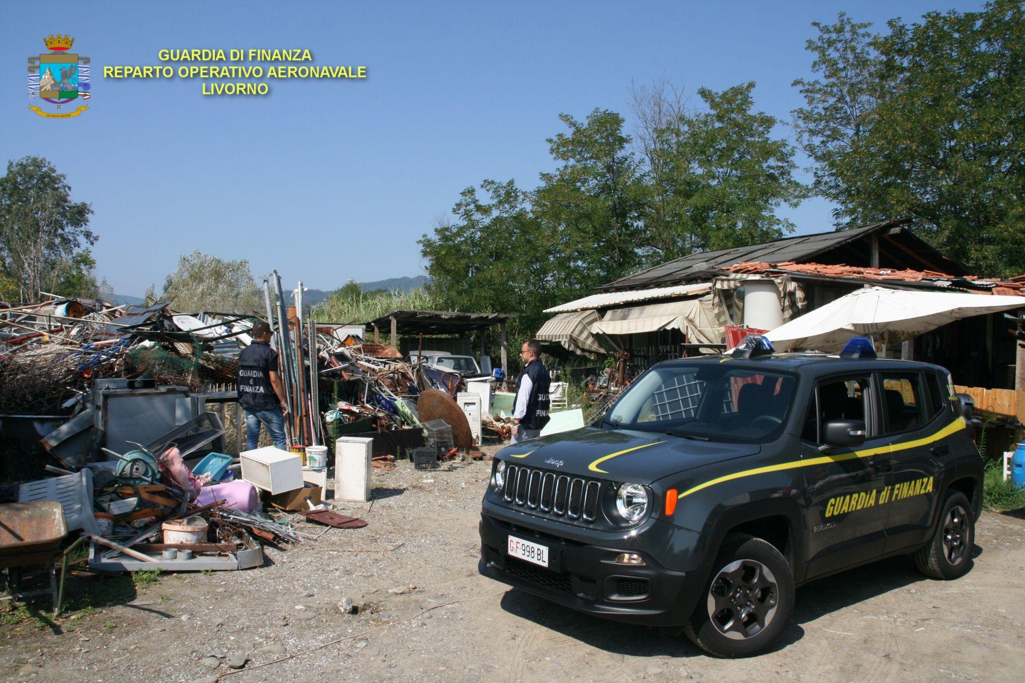 Discarica abusiva, sequestrata dal Roan di Marina di Carrara area con 250 tonnellate di rifiuti
