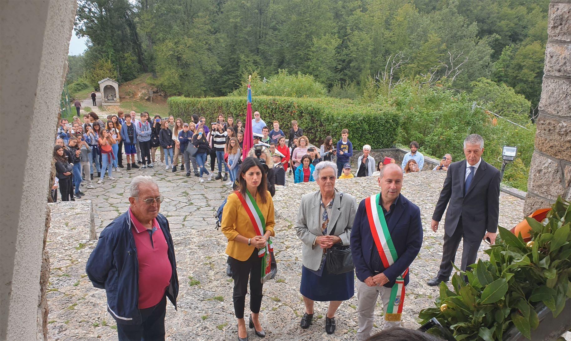 La sindaca Virgina Raggi e oltre 100 studenti romani a Sant'Anna di Stazzema