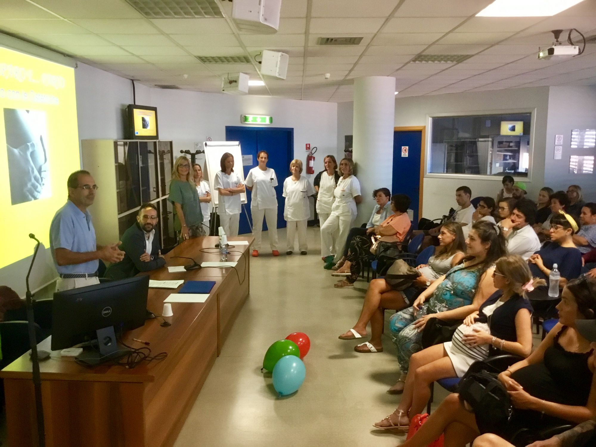 """Ospedale Apuane, il corso """"Partorire con Noi"""" per le future mamme riparte dal web"""