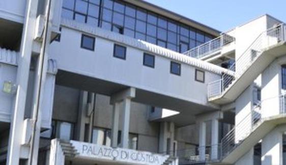 Commercialista viareggina in manette a Prato, arresto convalidato ma la donna torna libera