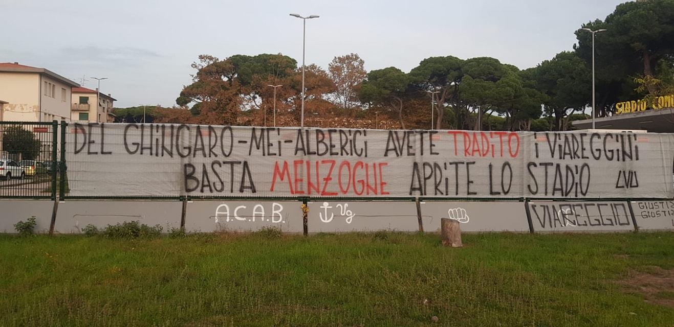 """Striscione della Viareggio Ultras, il sindaco: """"Si infama chi ristruttura lo stadio"""""""