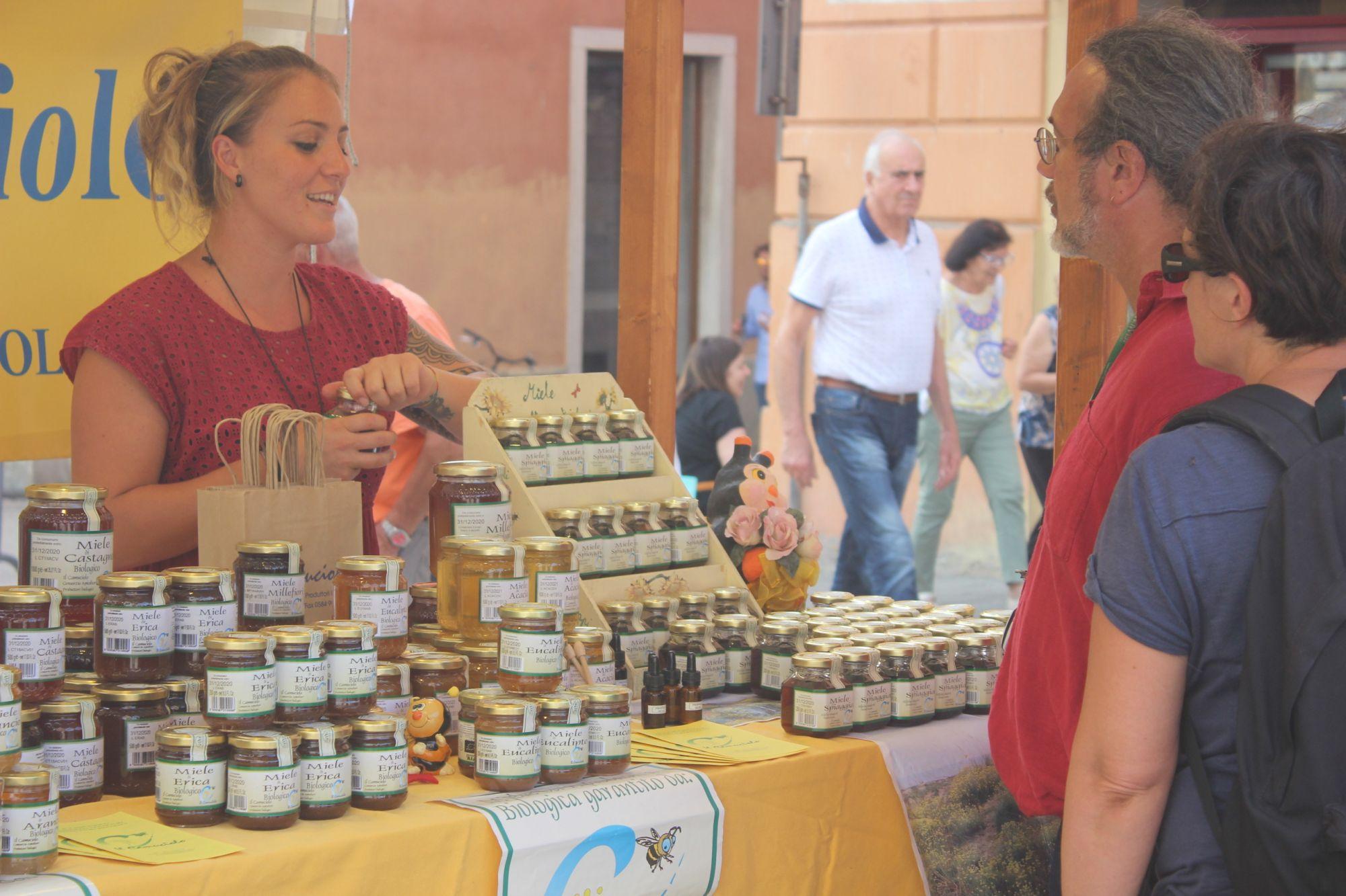 Piazza Duomo è un grande mercato all'aperto, boom produttori per San Martino